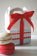 Cupcake Candy Gable Box Scallop Design Red & Blue